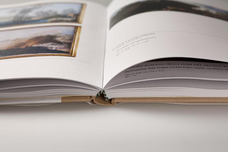 Particolare di rilegatura di un catalogo