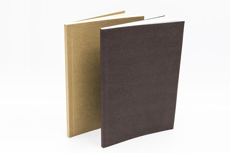 Quaderno marrone e quaderno ecru