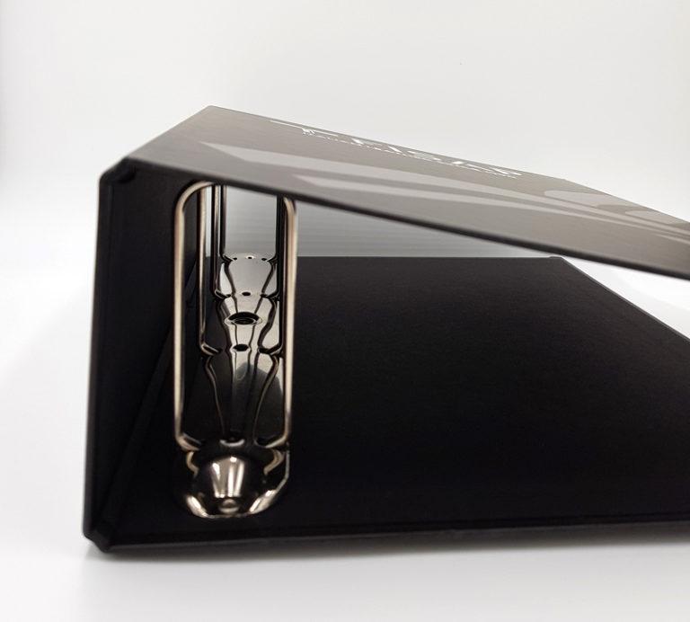 Cartotecnica - particolare di un raccoglitore nero